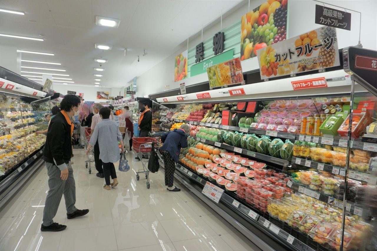 立川若葉町店の店内。SC内の店舗であっても、標準化されたワンフェイの売場レイアウトを採用している