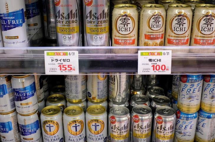 都内のスーパーマーケットの店頭に並ぶノンアルコールビール