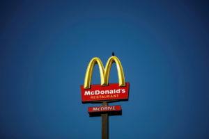 マクドナルドの看板