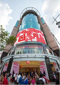 ユニクロ、上海のグローバル旗艦店の外観