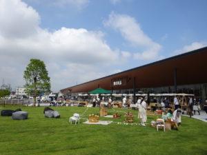 マルシェなどのイベントも実施可能な「みんなの広場」