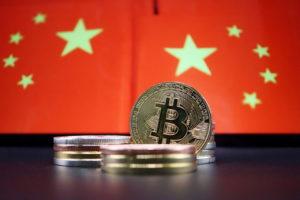 中国の国旗と仮想通貨のイメージ