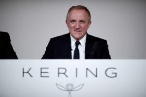 パリで記者会見するケリングのフランソワアンリ・ピノー最高経営責任者