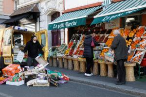 仏フォンテネースーボアの青果店